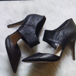 Jessica Simpson Black Snake Skin Pumps